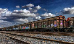 Spedycja w transporcie międzynarodowym. Wagony towarowe stojące na bocznicy.