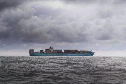 Kontener z Chin transportowany drogą morską