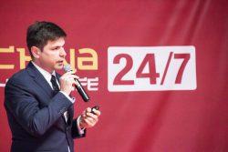 Mariusz Żakiewicz podczas wystąpienia