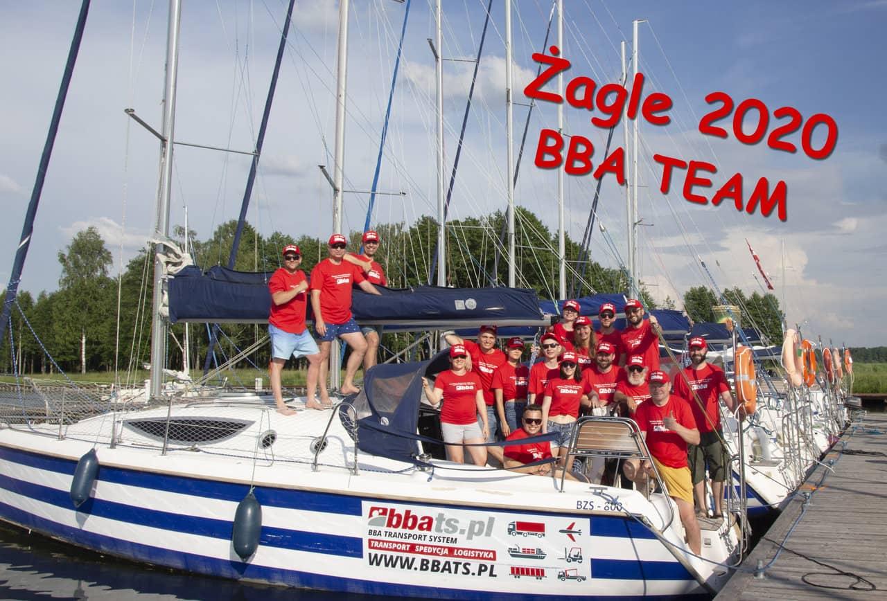 Żagle BBA 2020 - zdjęcie grupowe wszystkich uczestników wyjazdu integracyjnego.